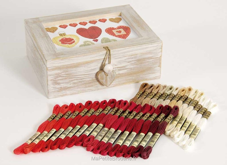 Coffret en bois blanc avec 30 chevettes accessoires for Coffret de rangement couture